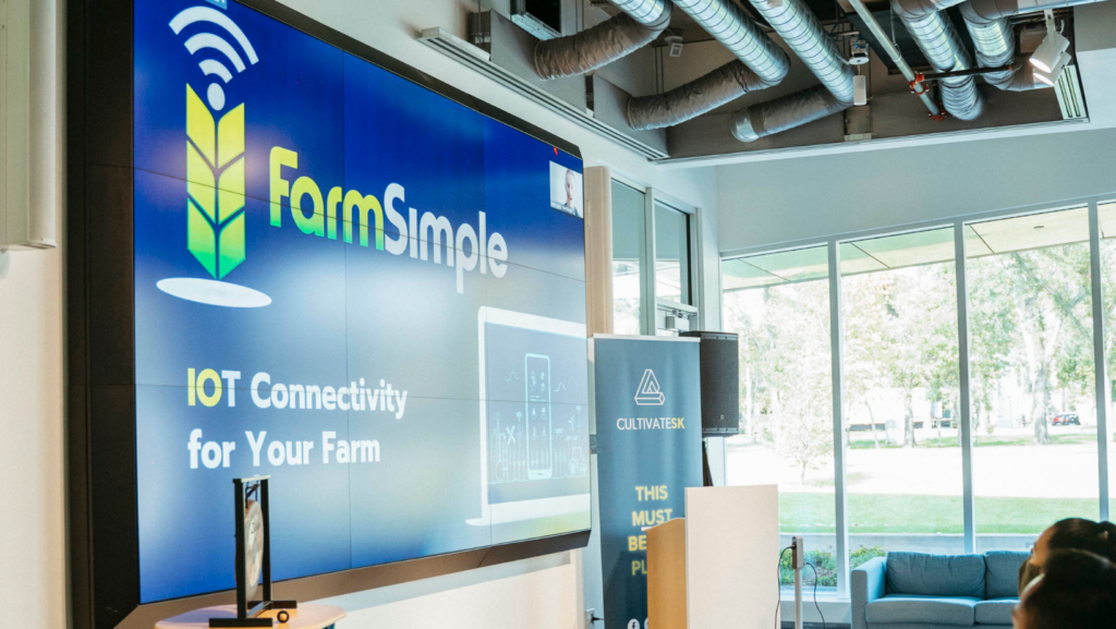FarmSimple pitching at START Cohort 5 Demo Day